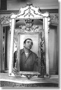 robert wohner looking at mirror frames